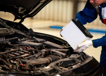 Male,Mechanic,Changing,Car,Battery,,Engineer,Is,Replacing,Car,Battery