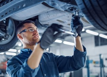 Portrait,Shot,Of,A,Handsome,Mechanic,Working,On,A,Vehicle
